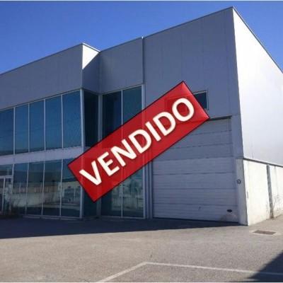Imóvel do Banco - Armazém Industrial na Zona Industrial V. N. Poiares