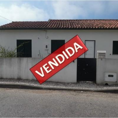 Imóvel do Banco - Moradia T3 com Terreno e Armazém