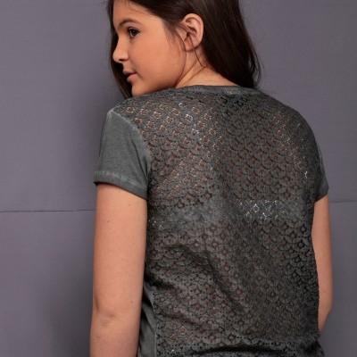 T-shirt rendada nas costas Beckaro