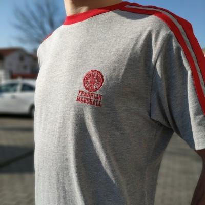 T-shirt cinza com vermelho Franklin & Marshall