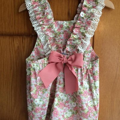 Jardineira rosa