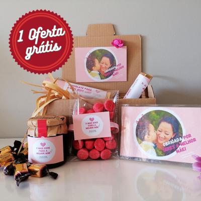 Sweet Box Feliz Dia da Mãe - Cabaz com 43 Doçuras Personalizado com Fotografia