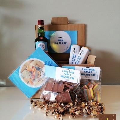 Sweet Box Feliz Dia do Pai - Cabaz com 58 Doçuras Personalizado com Fotografia