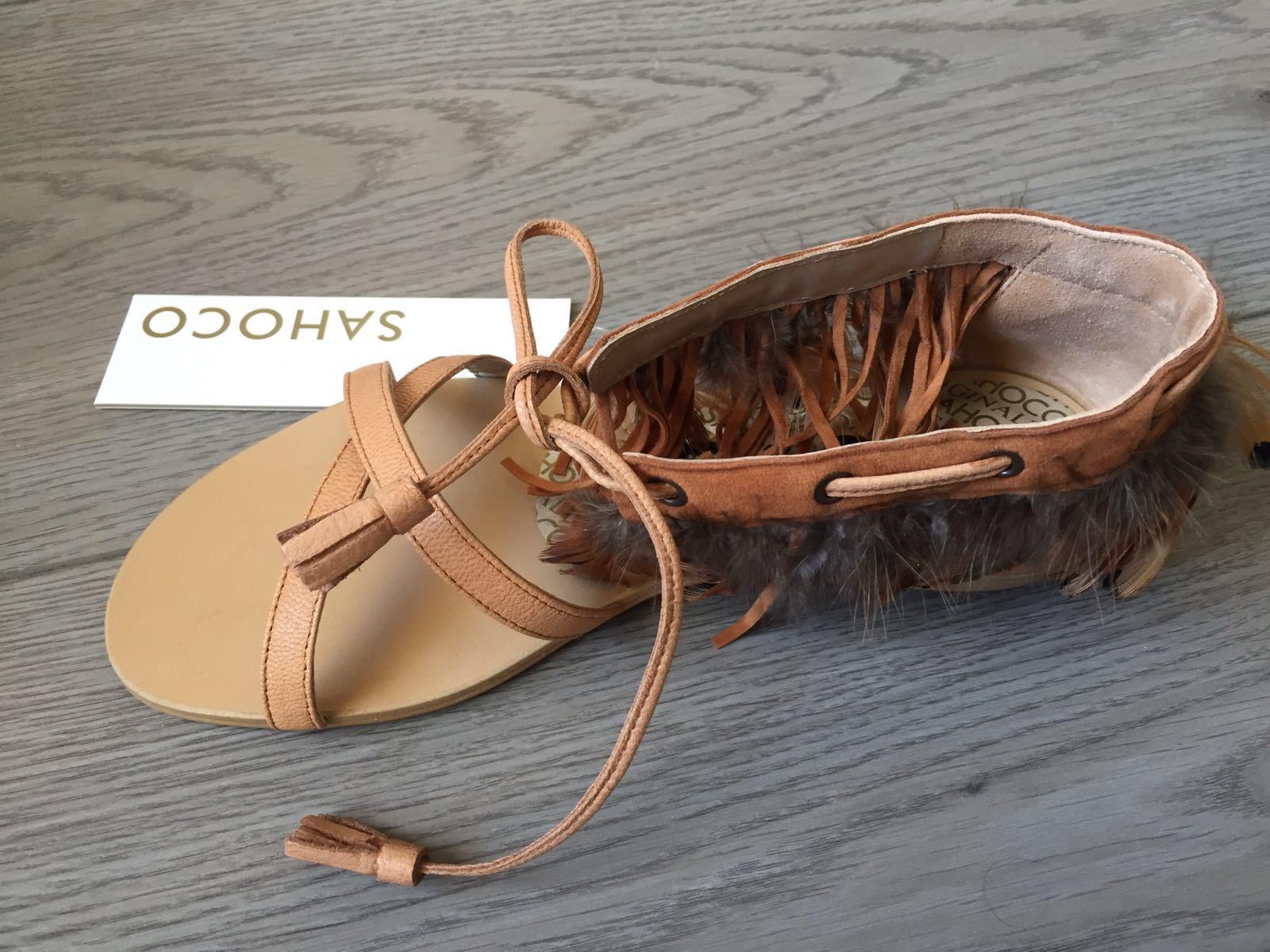 Sandálias com penas SAHOCO