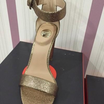 Sandálias douradas EXÉ