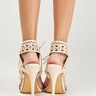 Sandálias perfuradas