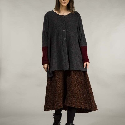 Suéter de Lã Cinza Escuro com Botões