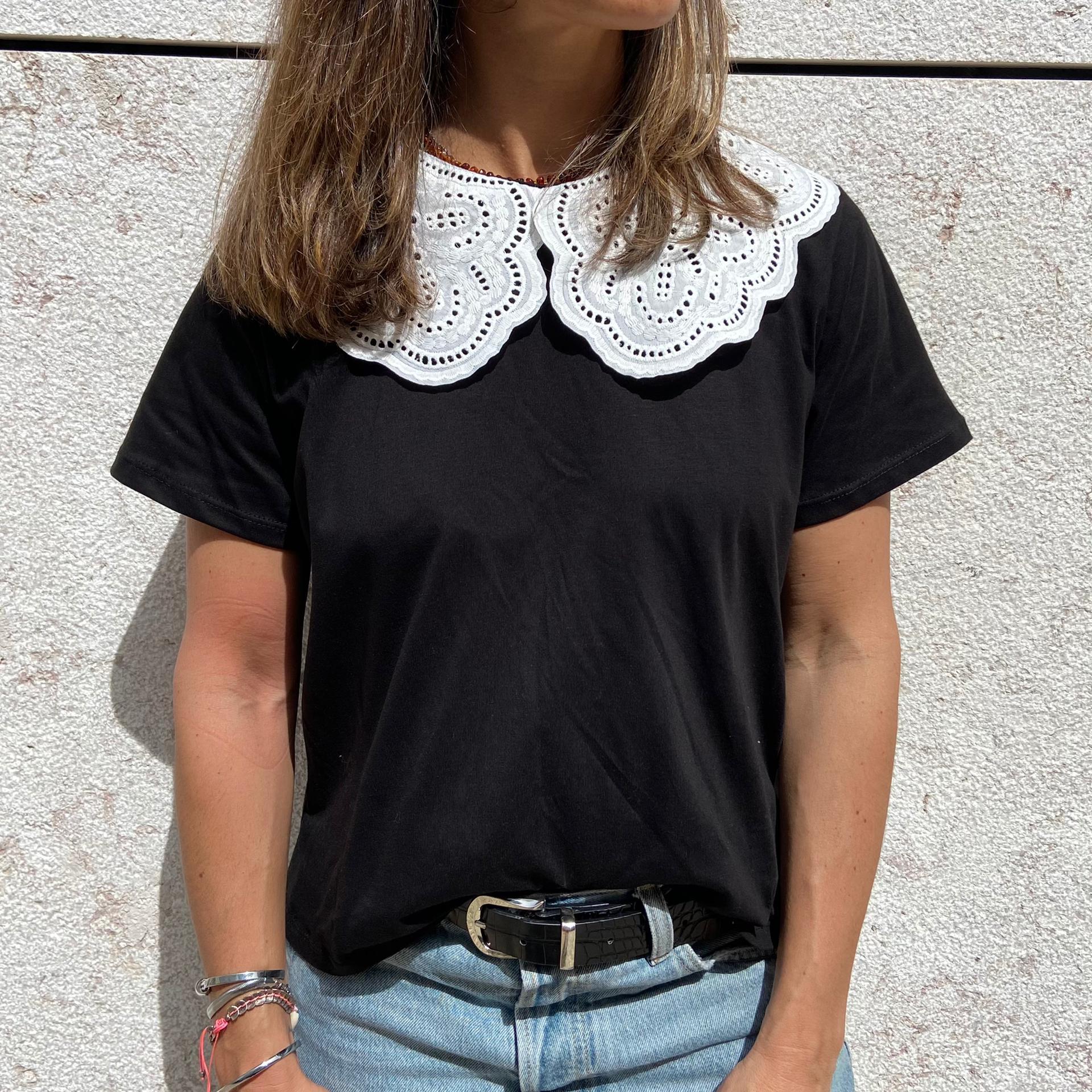 T-Shirt Gola Trabalhada | Preta