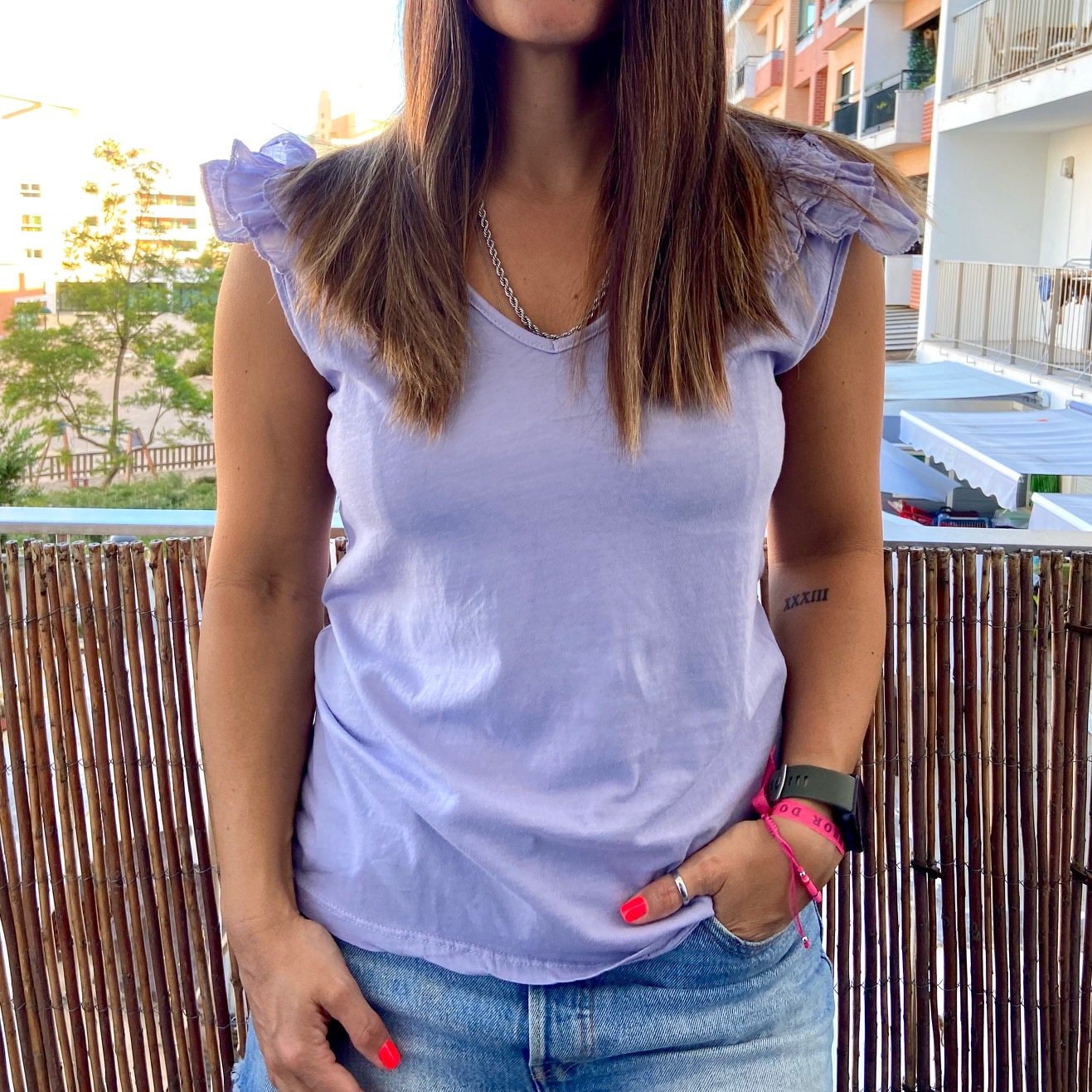 T-Shirt folhinhos ombro | Lilás