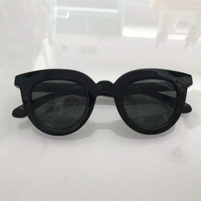 BLACK HAYES WITH CLASSICAL LENSES