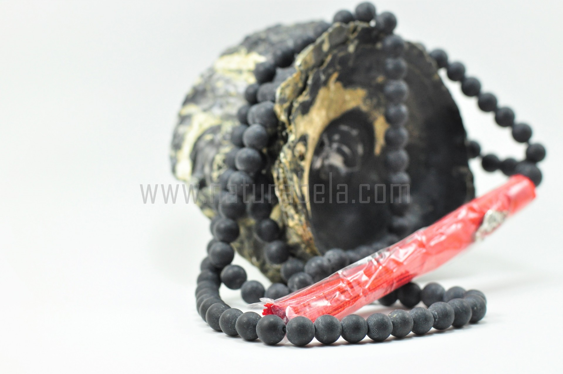 Japamala de Pedra Bian 8mm com símbolo OM