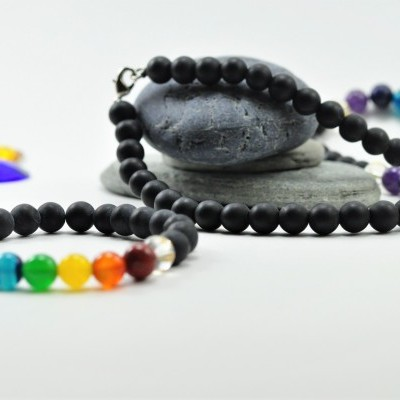 Colar e Pulseira de Pedra Bian com Chakras e Mantra