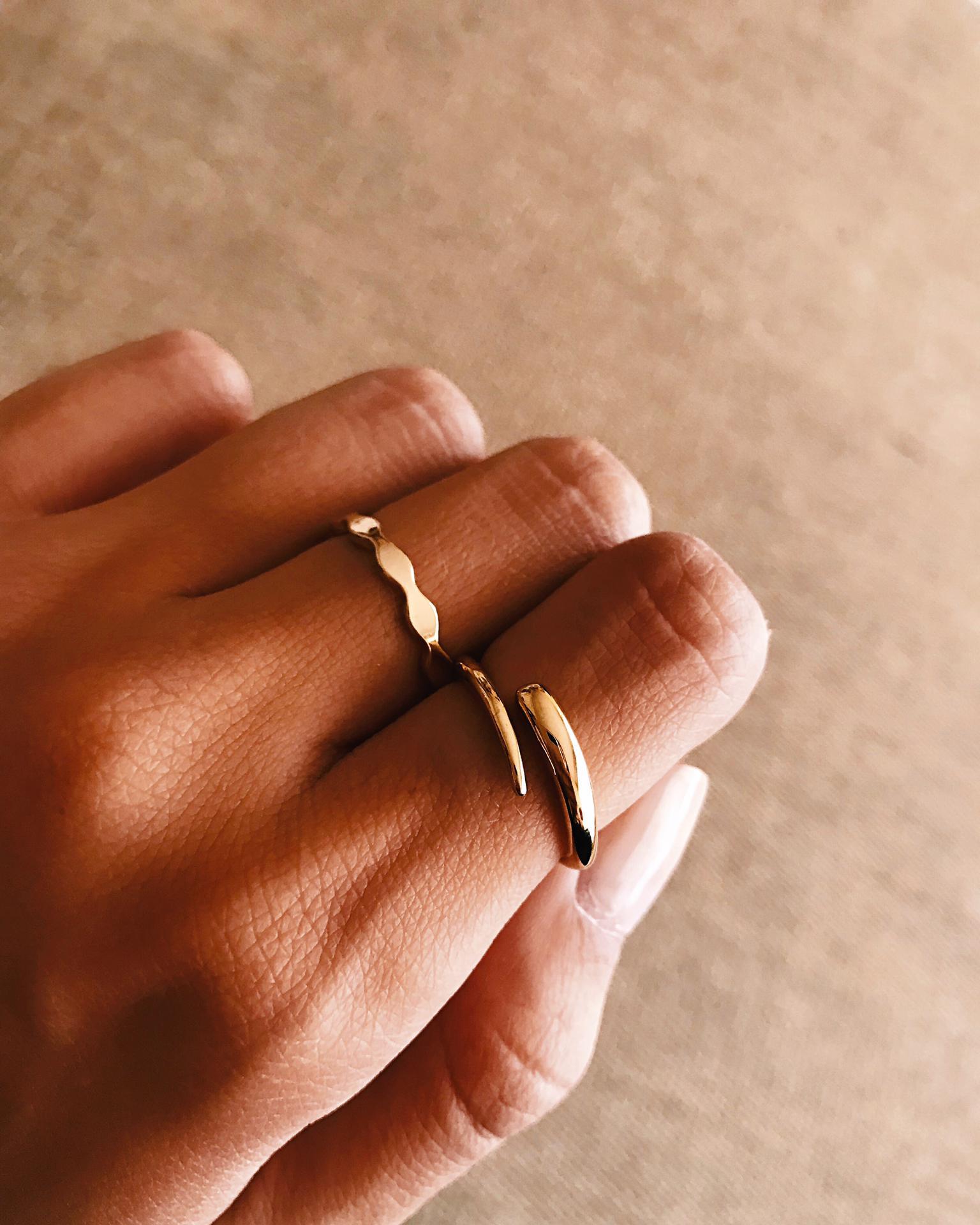 Anel em aço dourado - Waves