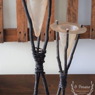 Conjunto c/ 2 tripés c/ cones resina pq + gr. em base de madeira ref. 3222