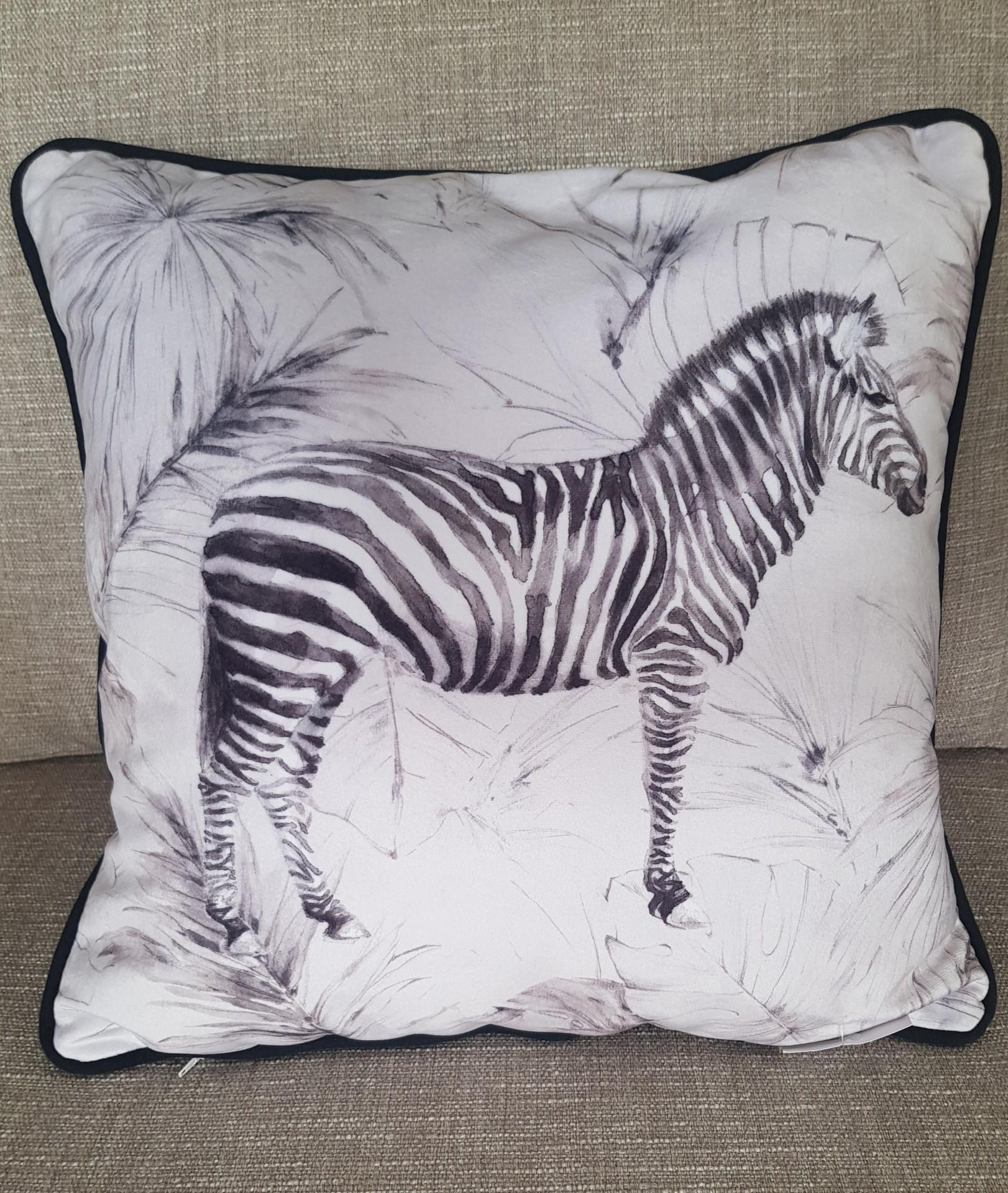 Almofada veludo estampado  Zebra preto e branco 45*45cms