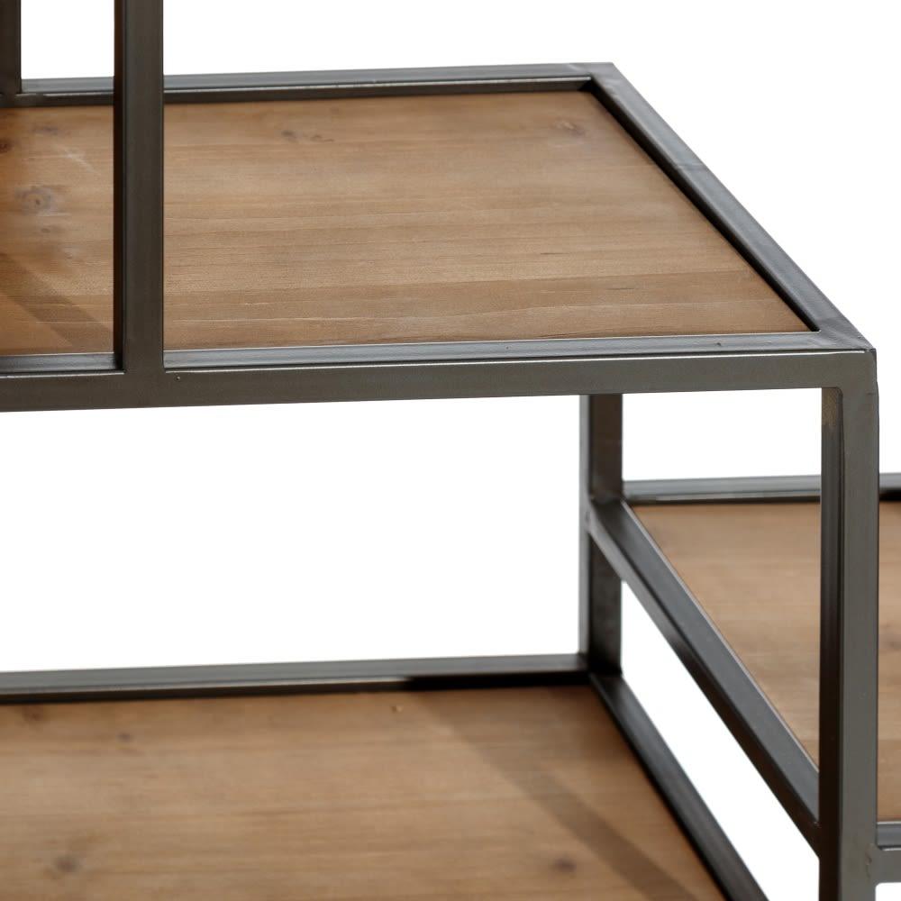 Estante metal e madeira prateleiras desencontradas