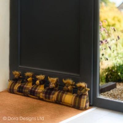 Rolo de porta 6 vacas escocesas tecido escoces- Dora Designs