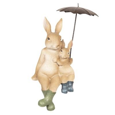 Figura mãe e filhote coelho com chapeu de chuva e botins