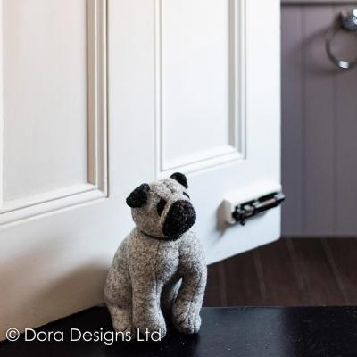 Trava Portas Pug- Puggles Dora Designs