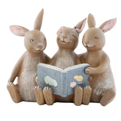 Figura 3 coelhinhos amorosos com livro