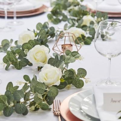 Grinalda de eucalipto e rosas artificiais