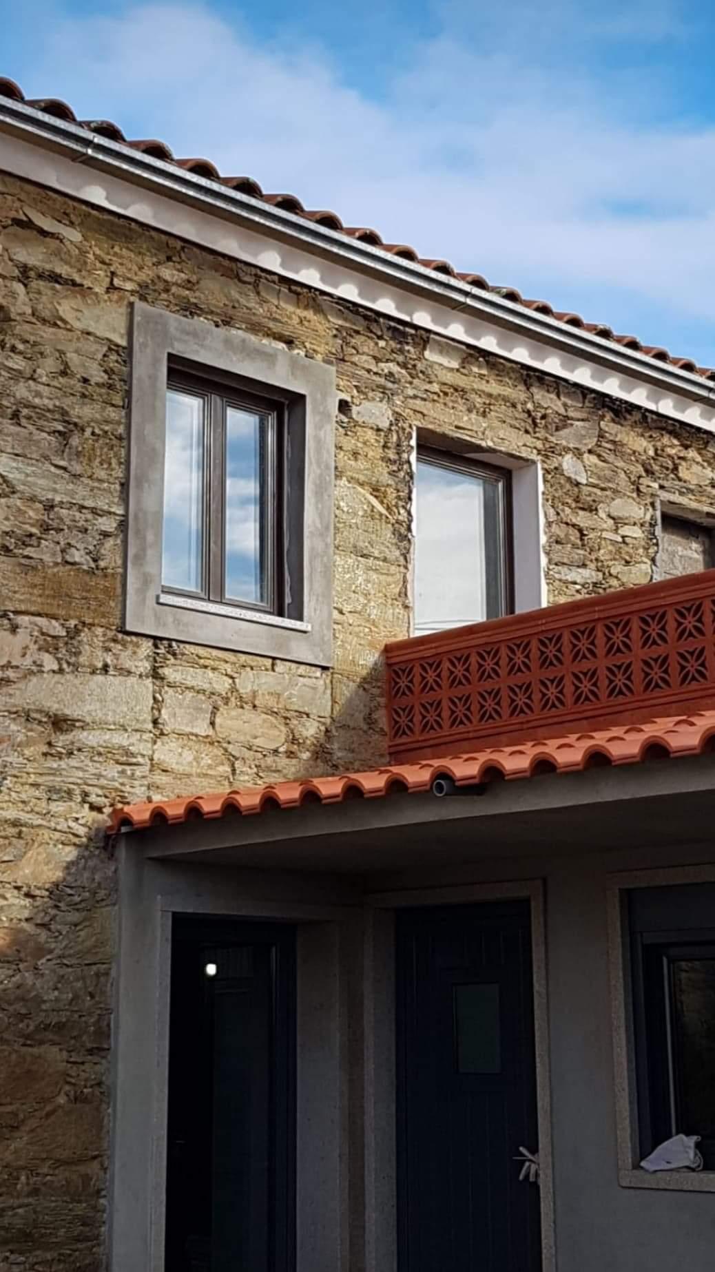 Casa rústica com aplicação de Grelha Folha de Oliveira