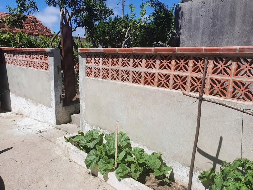 Reconstrução de muro de jardim com Grelha Folha de Oliveira Canas