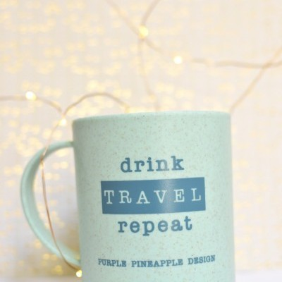 Caneca ✧ Drink Travel Repeat ✈