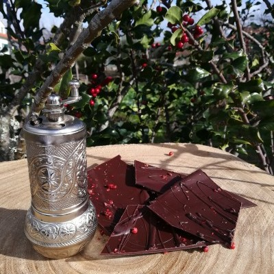 Cacos de Chocolate Negro com Pimenta Rosa 100gr