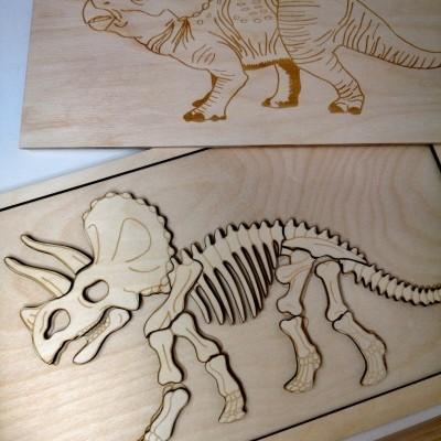 Dinossauro [madeira]