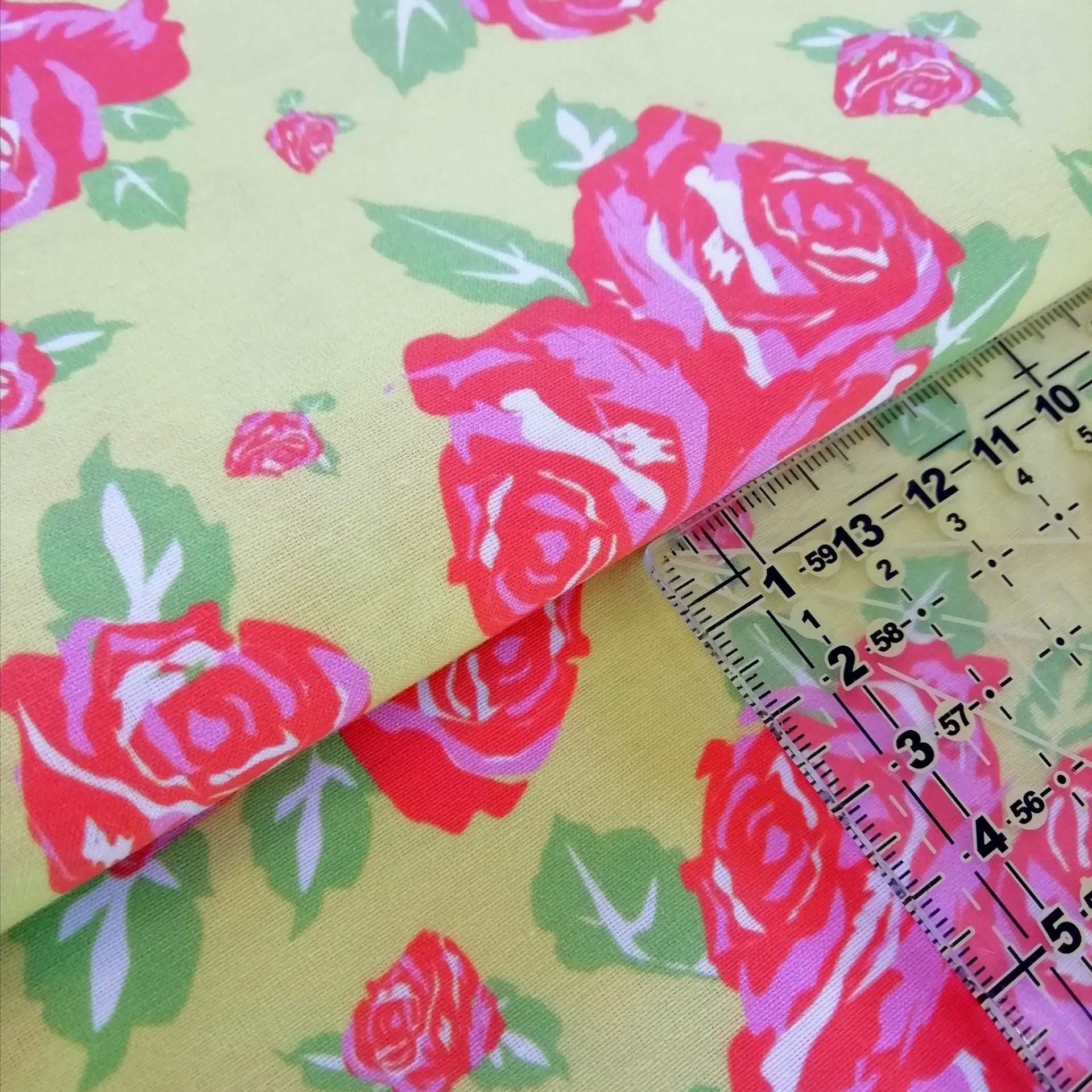 Tecido Fresh Roses fundo verde