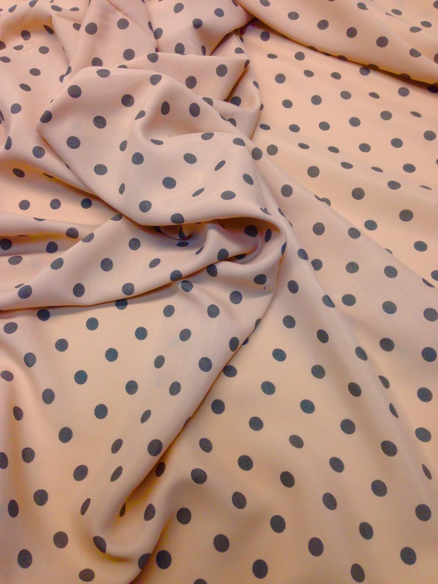 Tecido leve de Confecção / bolas castanhas e fundo rosa