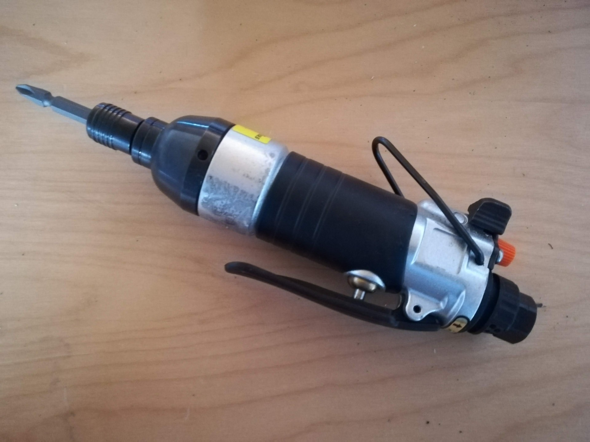 """Parafusadora de bits pneumática 1/4"""" 68Nm"""