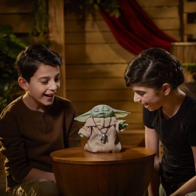 HASBRO Star Wars The Mandalorian - The Child Animatronic Edition