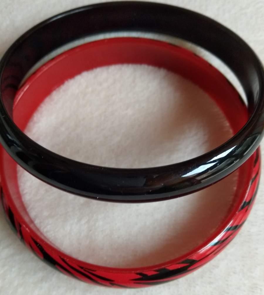 Pulseiras em plástico - Preta e Vermelha Zebra