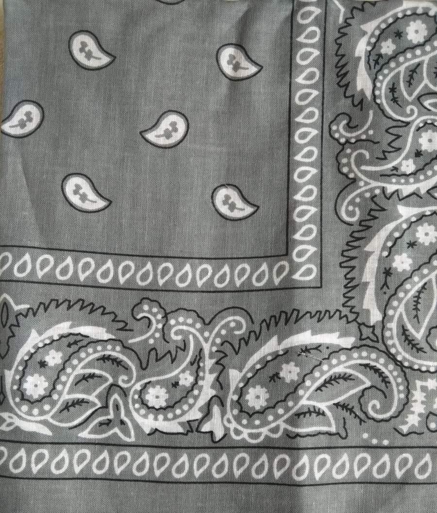 Lenço Bandana com cornucópias - Cinzento