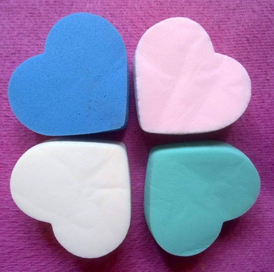 Esponja para maquilhagem em forma de coração