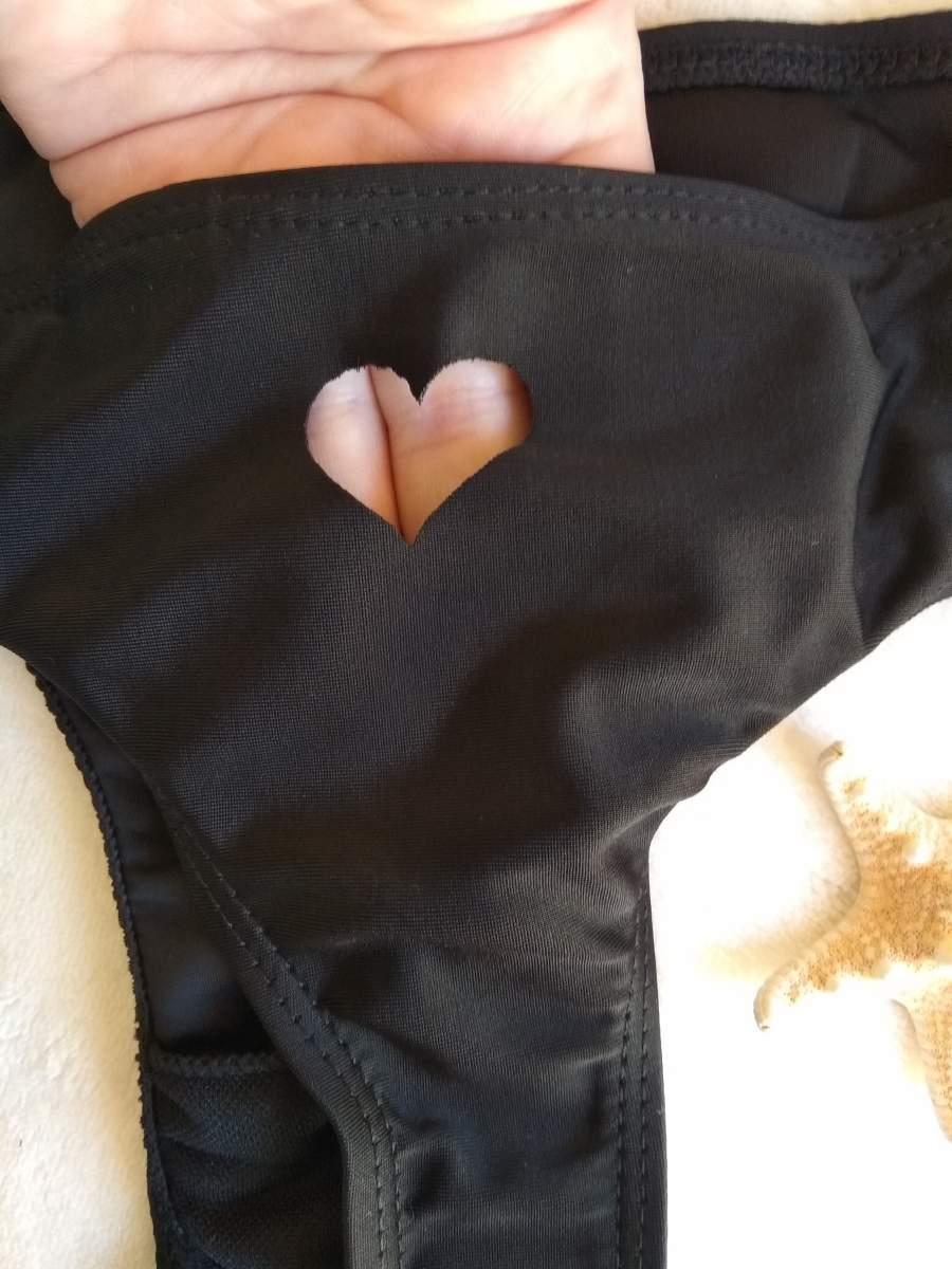 Cueca de Bikini Preta com Coração
