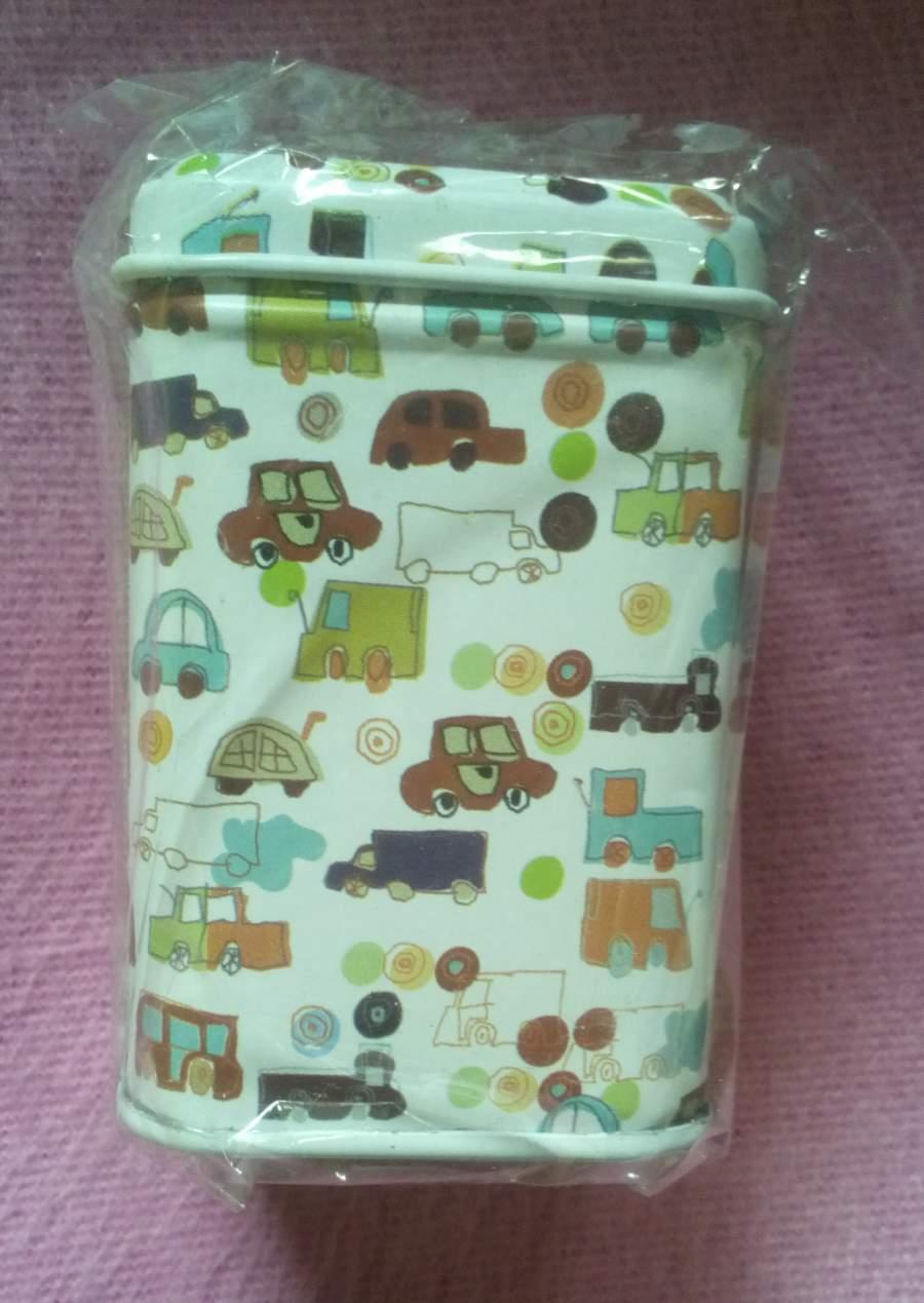 Caixinha decorativa com carrinhos