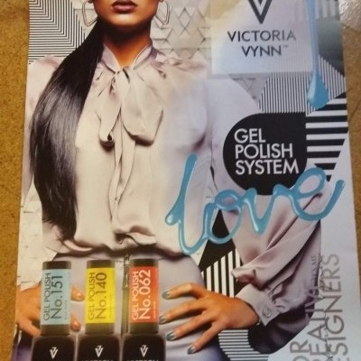 Poster Victoria Vynn - 60 cm X 90 cm - Ref. 002