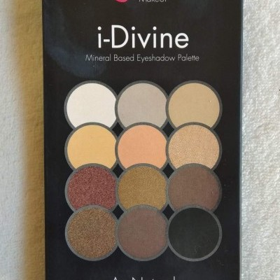 Sleek MakeUP - Paleta de Sombras i-Divine Au Naturel 601