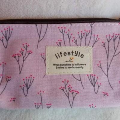 Bolsinha rosa para maquilhagem