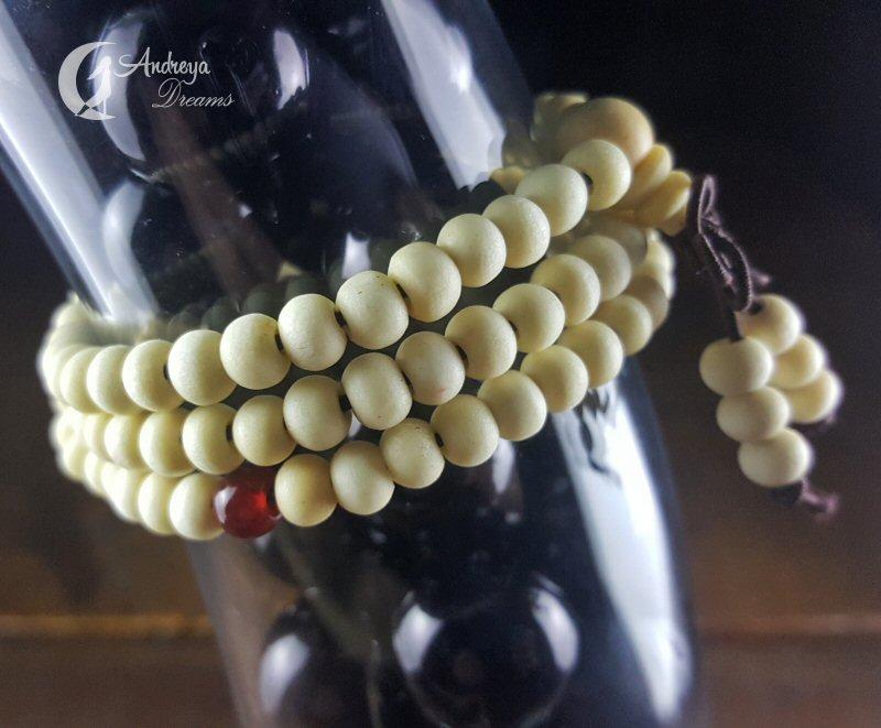Japamala Branca com 108 Contas de Sândalo