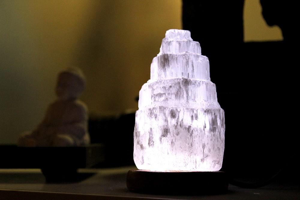 Candeeiro Catedral de Selenite 10cm , USB Luz Branca