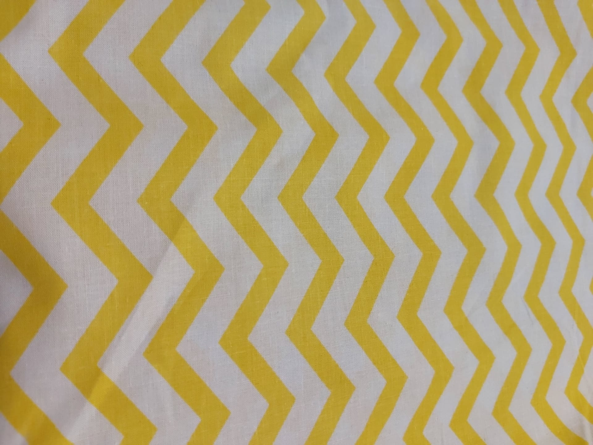 Tecido Zig-Zag Amarelo