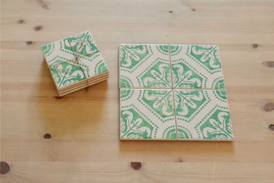 Arabesque Green /& Gold Set of 4 Acrylic Painted Coasters