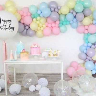 Decoração com arco de Balões Desconstruído / Orgânico