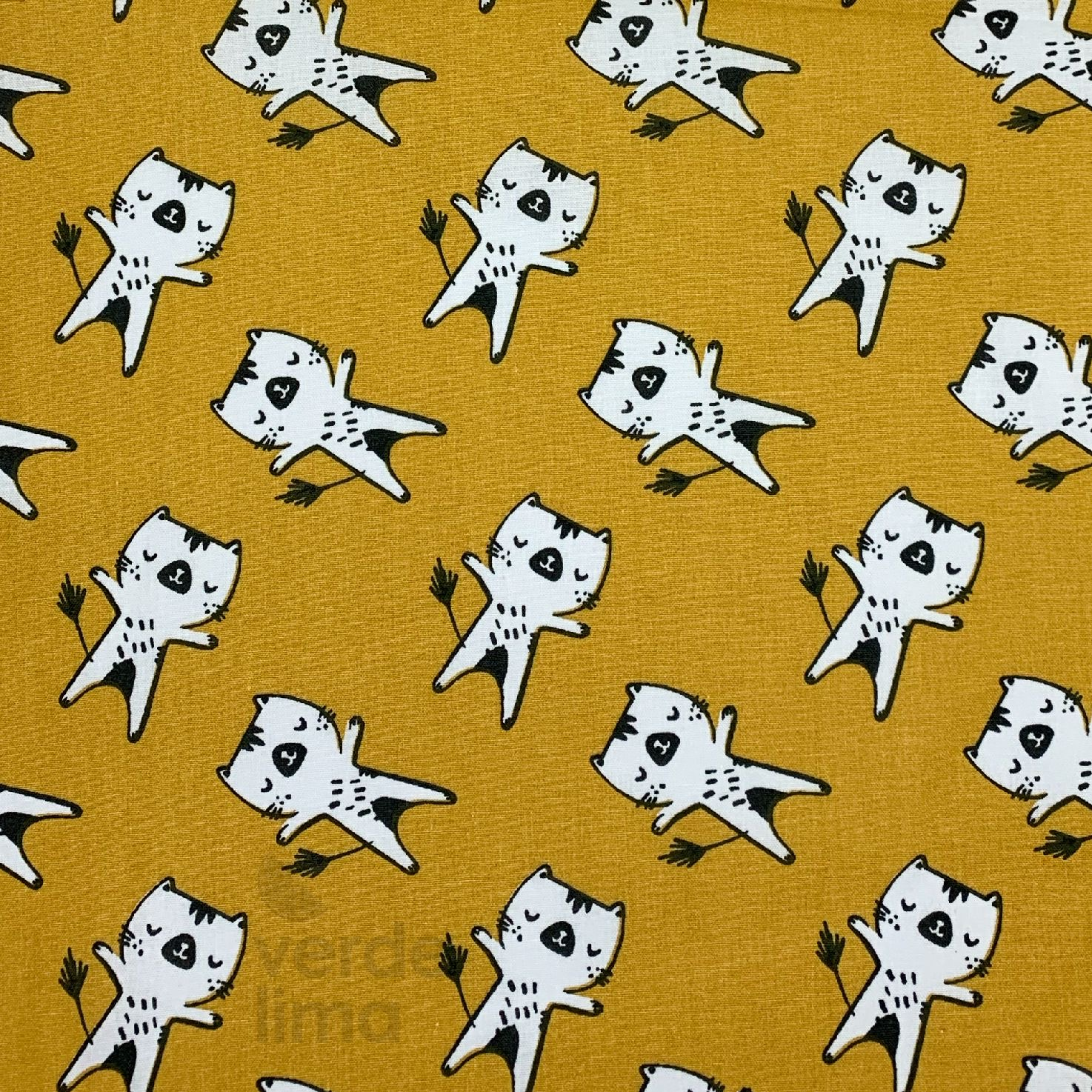 Astro kitty and friends - gatos fundo amarelo