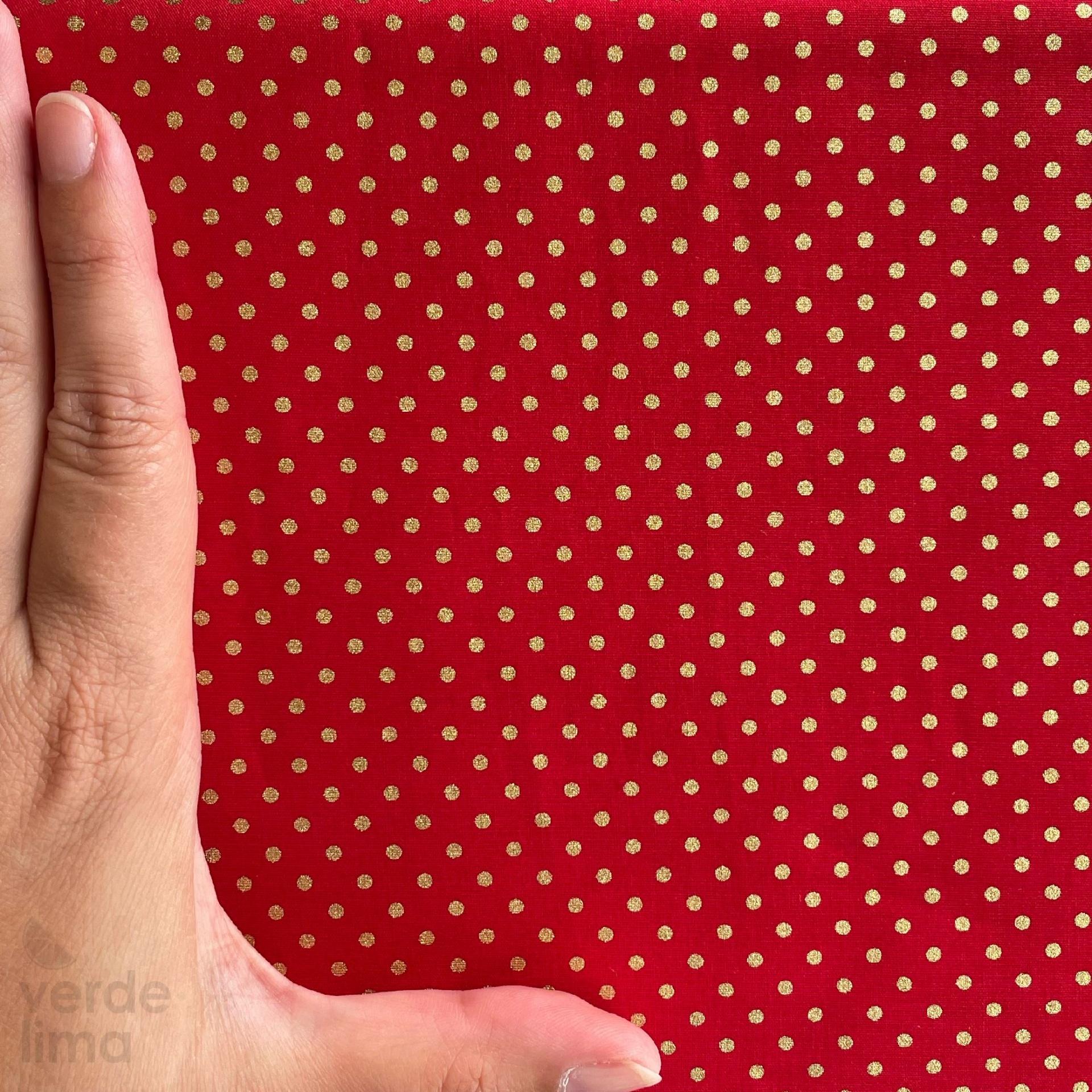 Bolinhas douradas - fundo vermelho