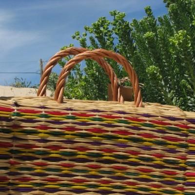 Cesta tradicional n.º 1 (2 abas) em junco com asa em vime - Riscas